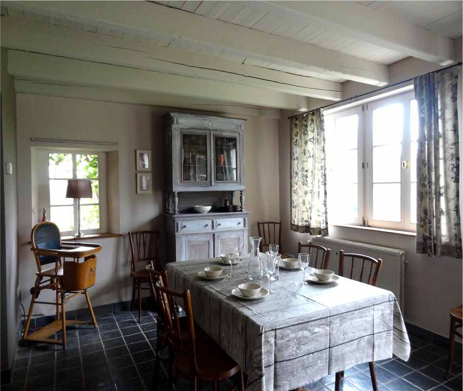 The kitchen is a central living room with direct access to the garden and the Attert valley to the East.